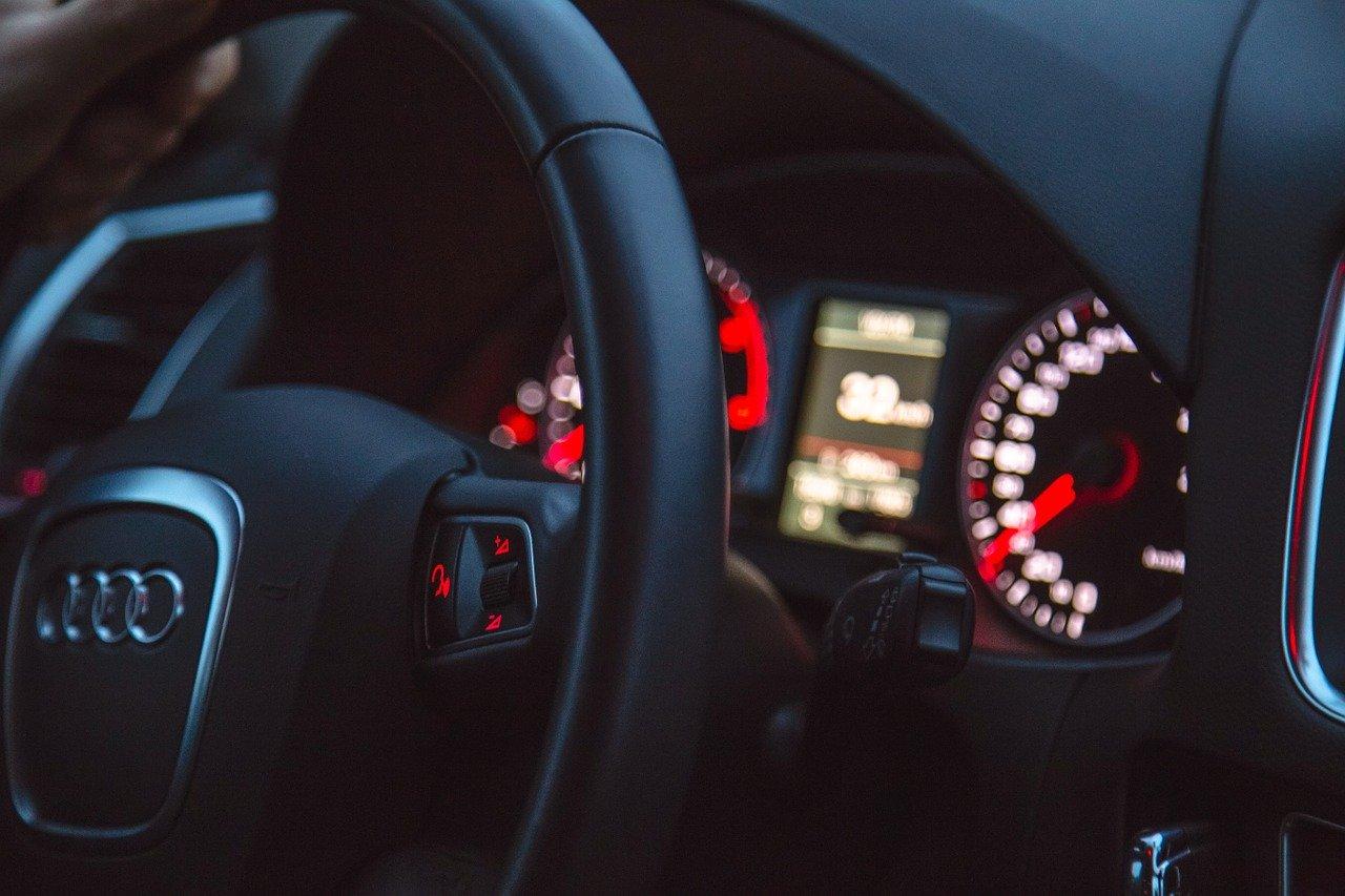 Kupić czy wziąć auto na abonament?